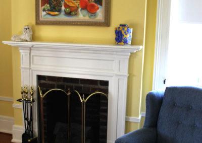 Truitt-House-fireplace-yellow-room