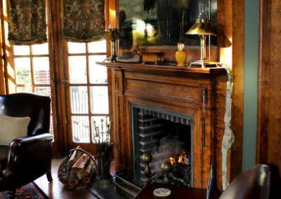 Truitt-House-library-fireplace